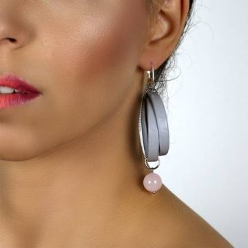 pink queen beaded leather earrings 3